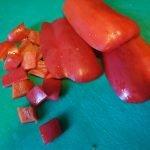 Paprika schoonmaken en in stukjes snijden