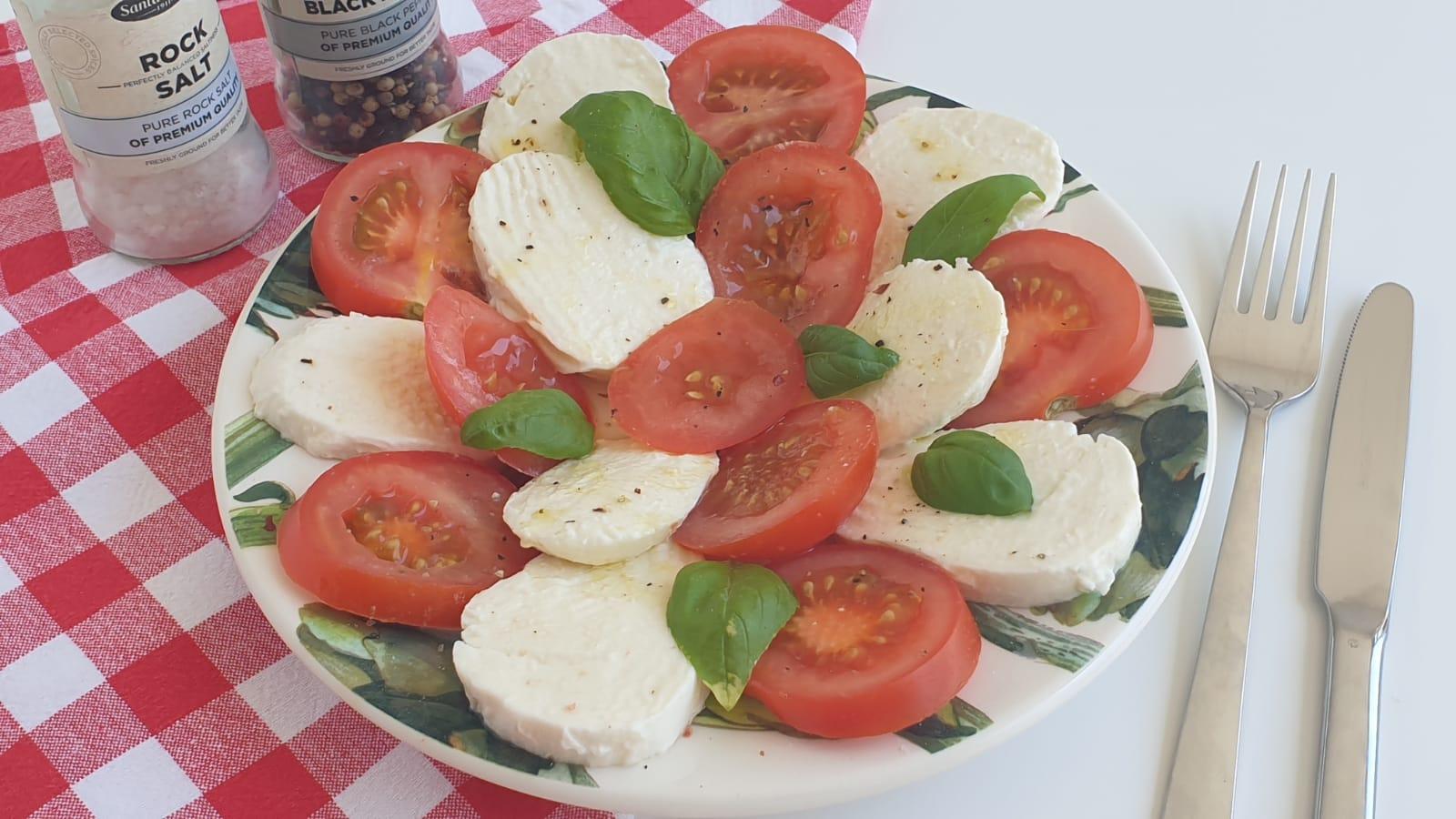 Een heerlijke Italiaanse Caprese als lichte lunch