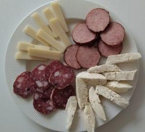Feestje? Maak deze lekkere en gezonde hapjes. Worst en kaas.