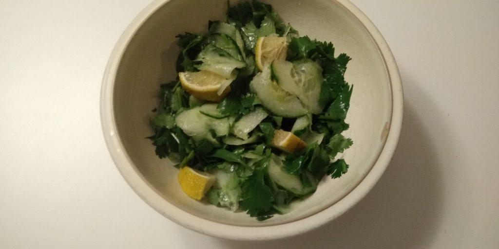 Keto Komkommer-koriander salade