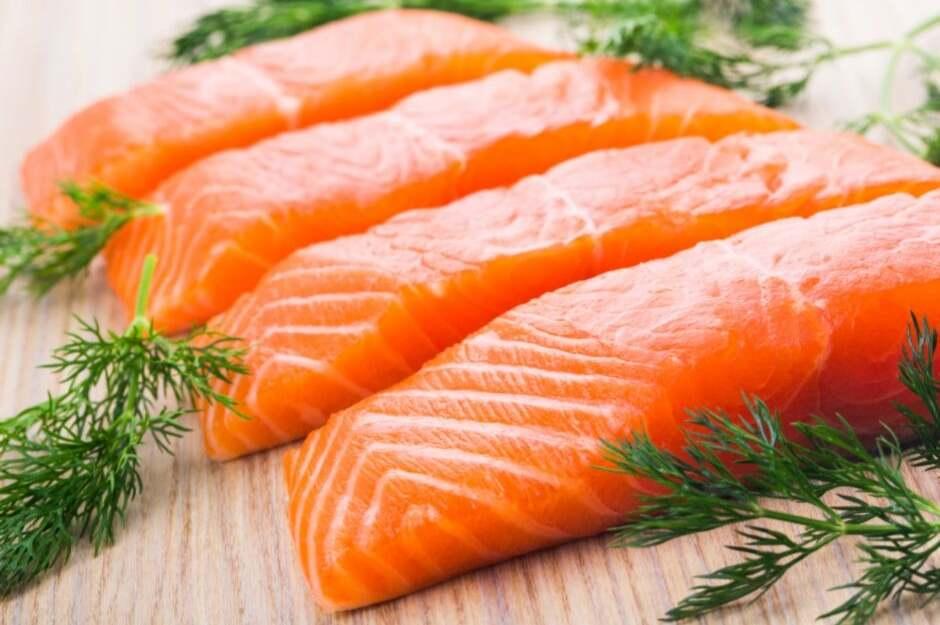 Zalm en andere vette vis zijn de beste bronnen van Omega 3