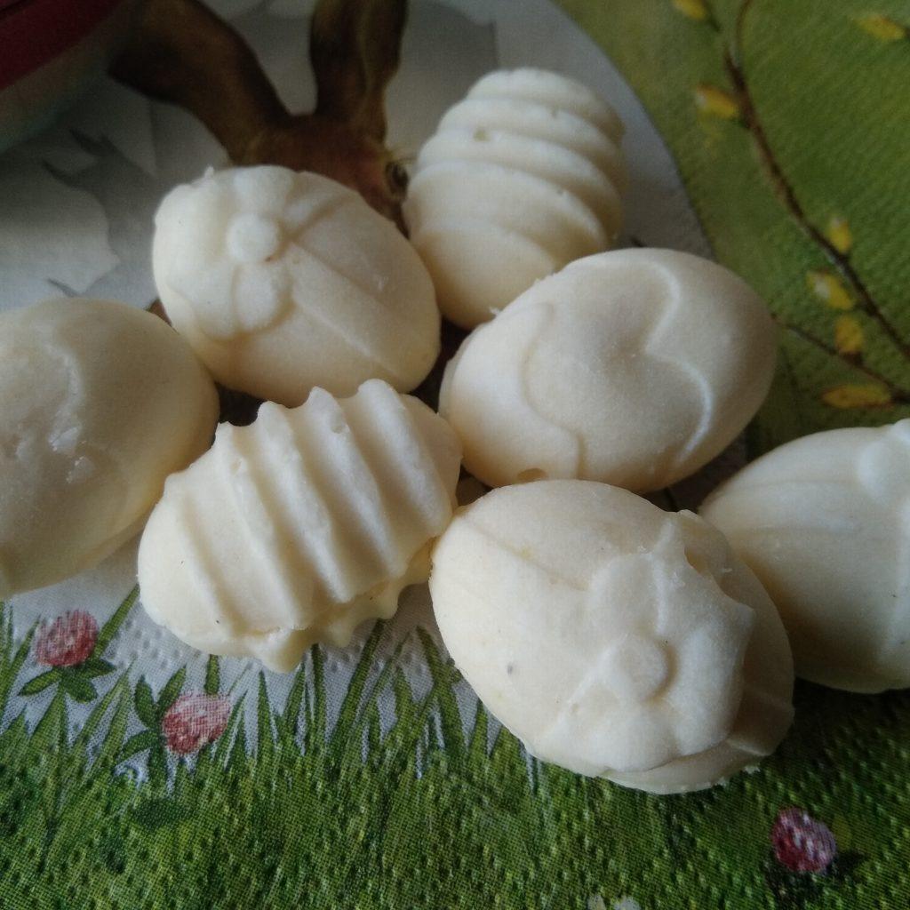 Witte keto kokos-citroen paaseitjes