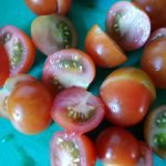 Cherry tomaten halveren