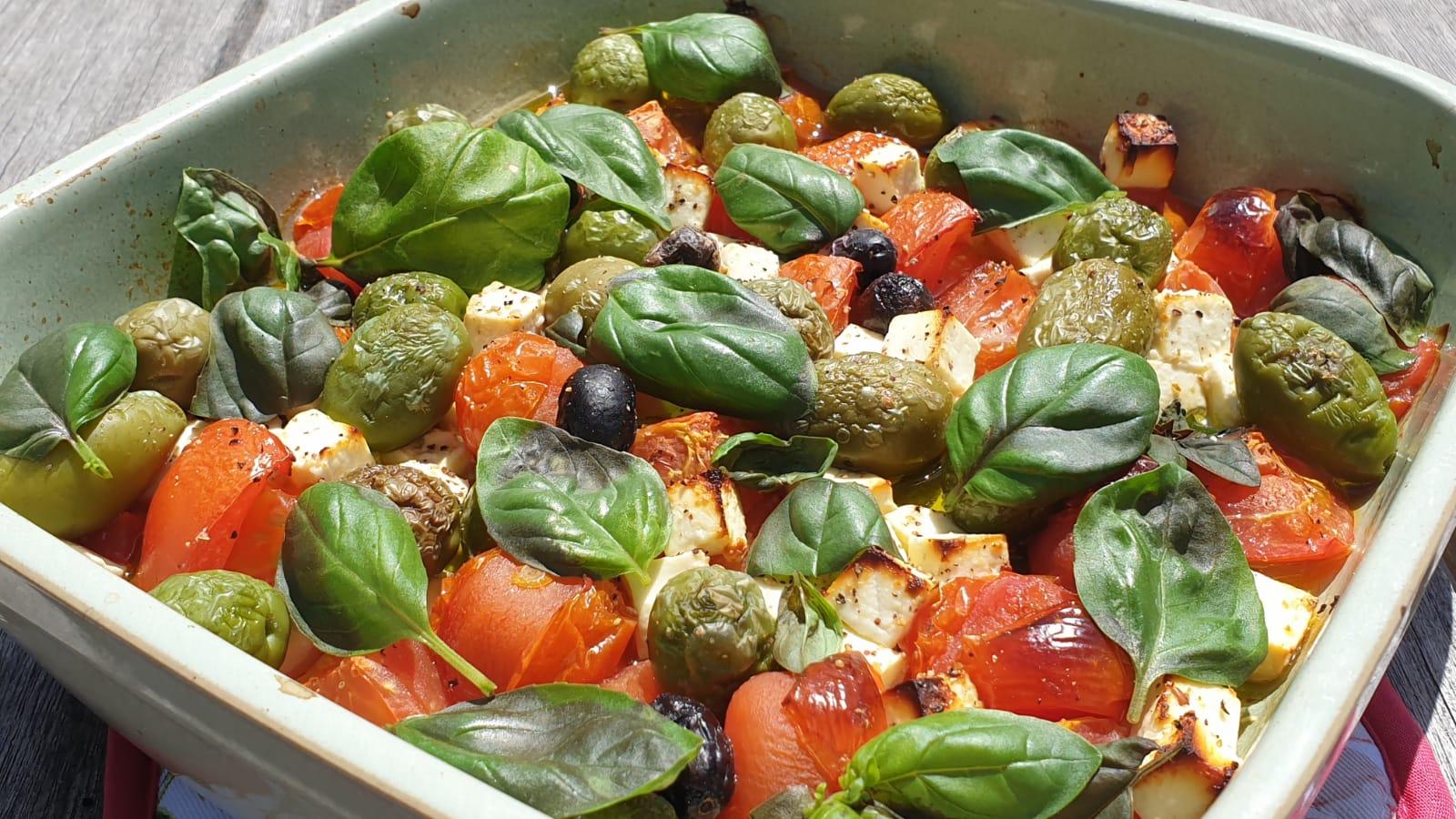 Deze feta-tomatenschotel is een typisch Jamie Oliver gerecht: heel simpel en ontzettend lekker!