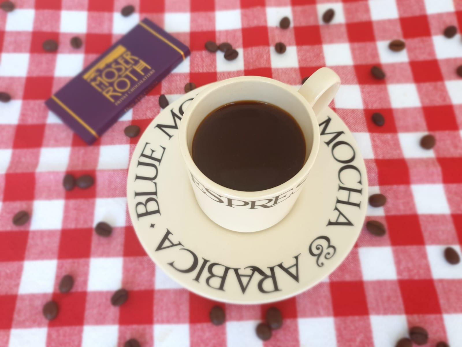 zwarte koffie met chocola
