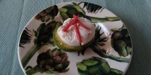 Keto ontbijt of keto lunch: avocado met gepocheert ei